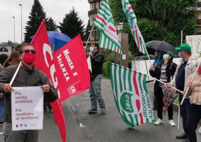 """Flash mob unitario dei sindacati davanti alla sede di ATS Brianza: """"Adesso ci ascoltate? Cambiare la sanità!"""""""
