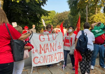 Sanità privata, manifestazione delle lavoratrici e dei lavoratori davanti a Confindustria Monza