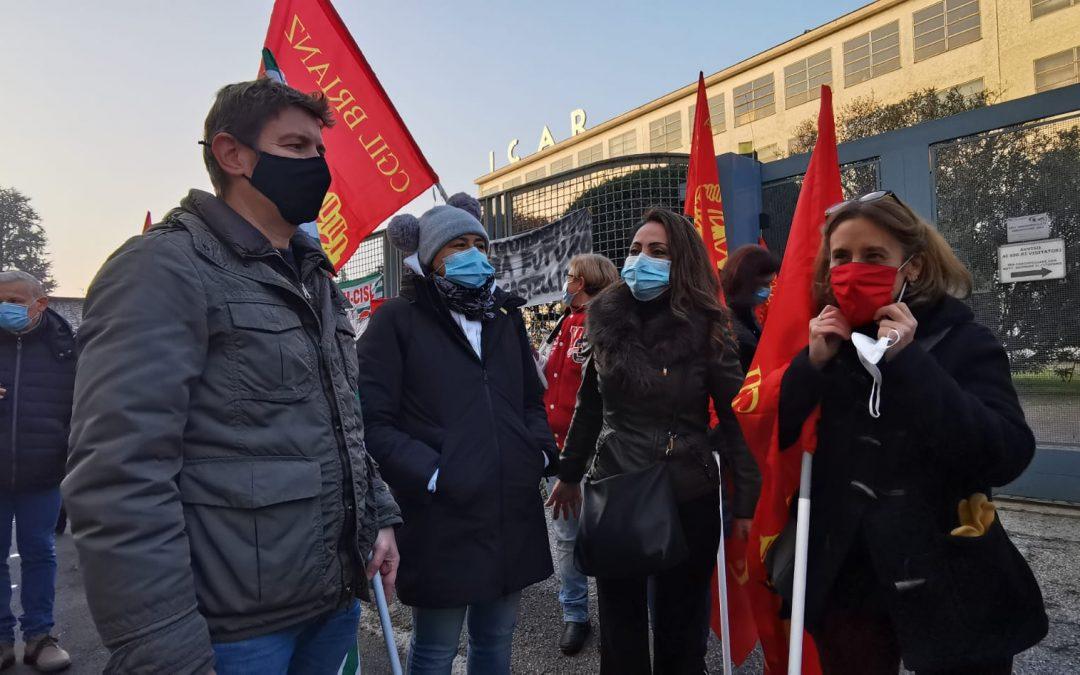 Icar Monza, lavoratrici e lavoratori in protesta davanti ai cancelli di via Isonzo: stato di agitazione e sciopero