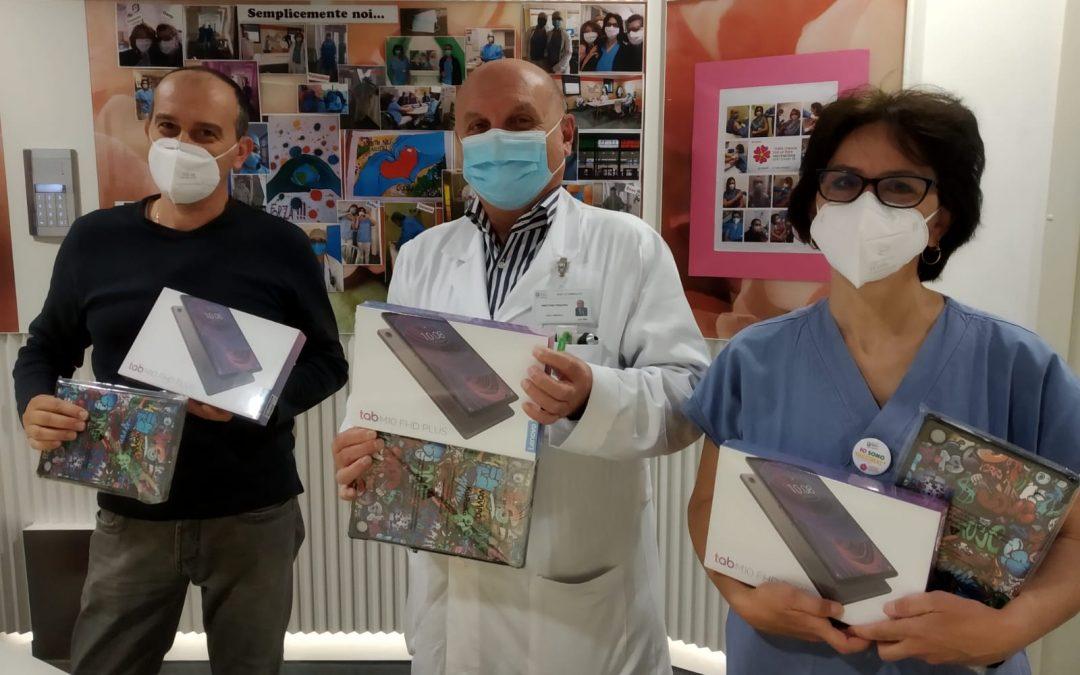 Ospedale di Vimercate, i lavoratori della Knorr-Bremse donano tablet ai bambini del reparto di pediatria