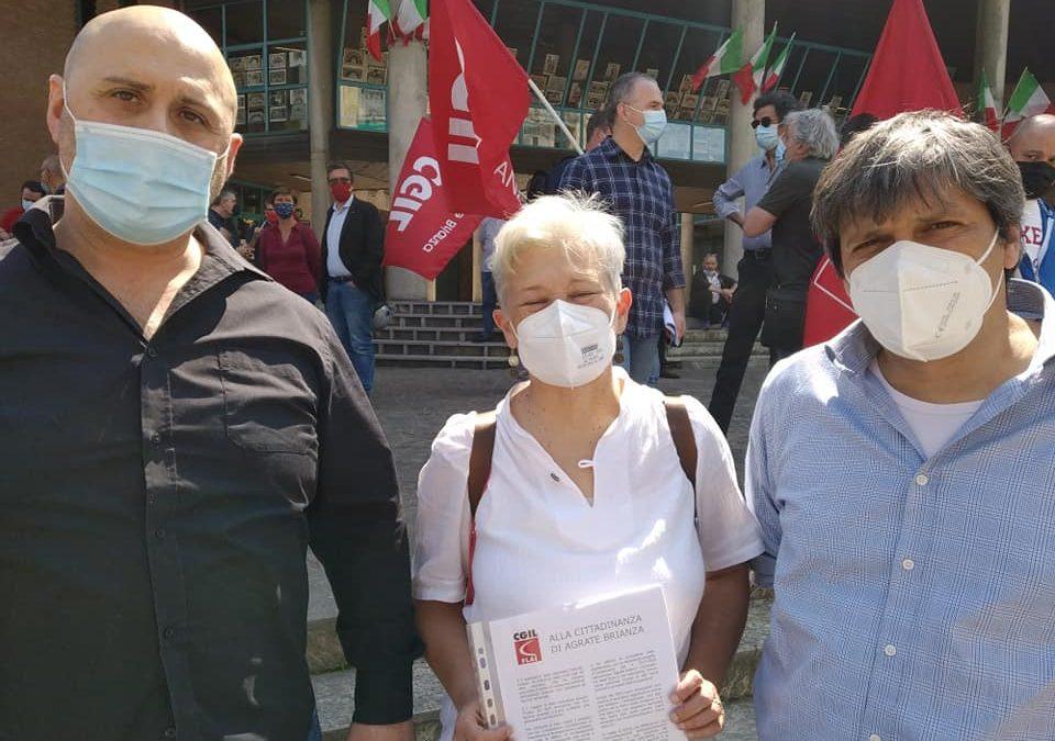 Lavoratori, cittadini e parlamentari al presidio contro il licenziamento in Star