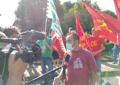 Presidio unitario davanti alla sede della provincia per sostenere le ragioni dei lavoratori nella vertenza Gianetti di Ceriano Laghetto